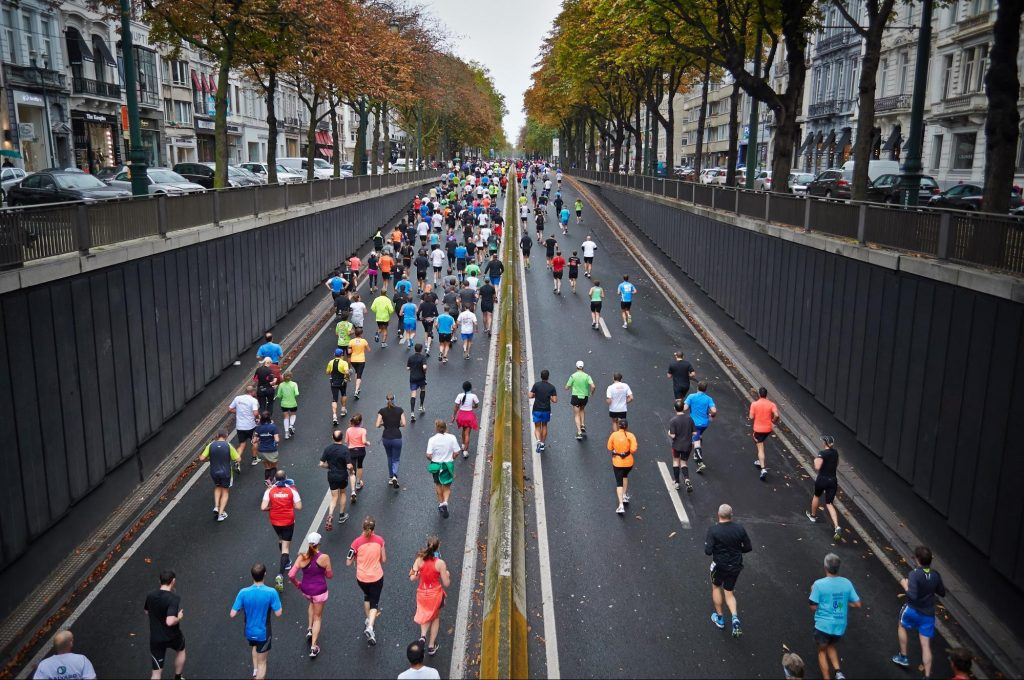 Crowd running a large race in a city